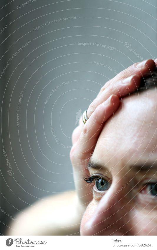 Starschnitt Teil 1 Mensch Frau blau Hand ruhig Gesicht Erwachsene Auge Leben Gefühle Stil Stimmung Zufriedenheit Lifestyle authentisch Freundlichkeit
