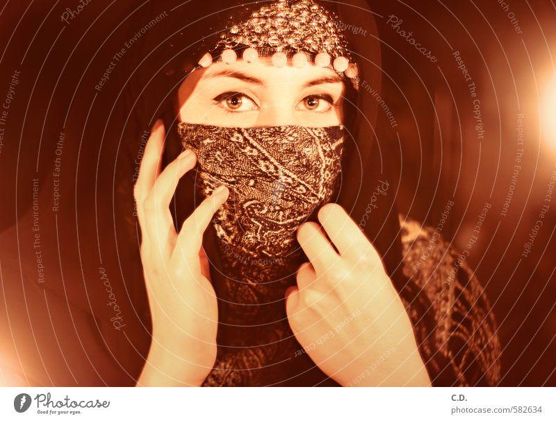 Verschleiert feminin Kopf 1 Mensch 18-30 Jahre Jugendliche Erwachsene Schmuck Kopftuch Schüchternheit Religion & Glaube Kerzenschein verpackt kaschieren