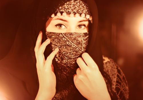 Verschleiert Mensch Jugendliche 18-30 Jahre Erwachsene feminin Religion & Glaube Kopf Kultur Schmuck Tradition Respekt Scham Schüchternheit Schal verpackt