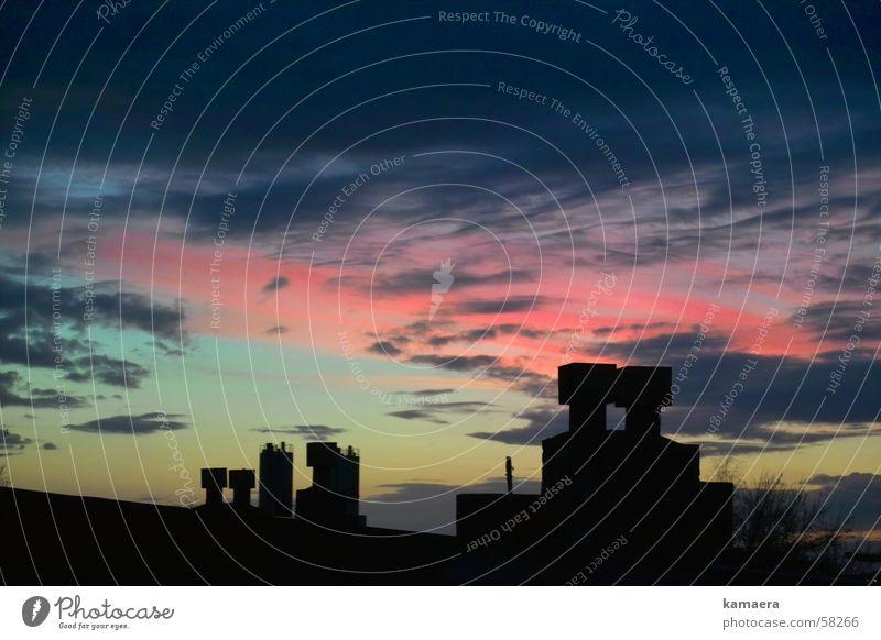 Verliebte Schornsteine Himmel Wolken Abenddämmerung