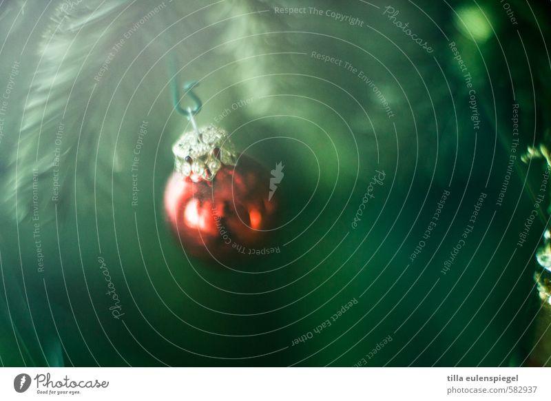 bommel Dekoration & Verzierung Kugel Christbaumkugel hängen gold grün rot Vorfreude kugelrund verschönern Baumschmuck Weihnachtsbaum Nadelbaum