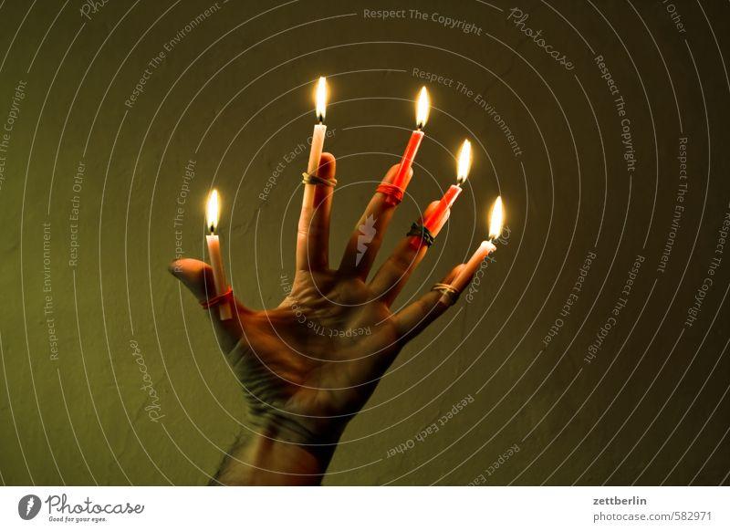 Fünf Kerzen (Nachzügler) Weihnachten & Advent Flamme Kerzenschein Beleuchtung leuchten wallroth Anti-Weihnachten 5 voll Hand Illumination erleuchten Finger
