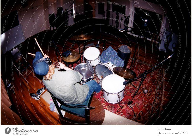 Chee Bah Musik maskulin Junger Mann Jugendliche Erwachsene 1 Mensch 18-30 Jahre Punk Show Konzert Schlagzeug Leistung Trommel üben Werkstatt