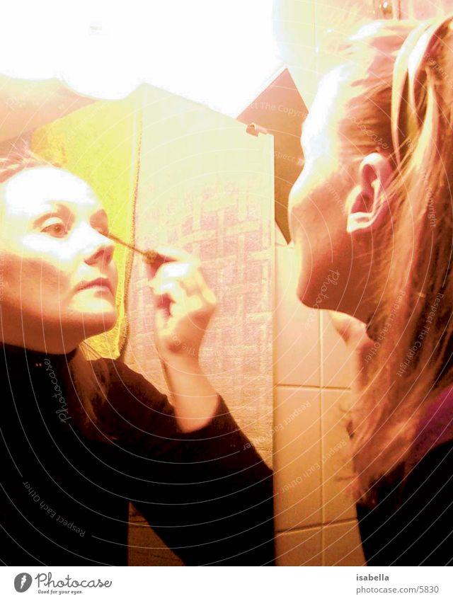 Makeup Schminke Schminken Freundschaft Spiegel Langzeitbelichtung Licht Frau