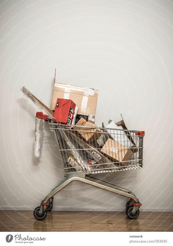 Redpack kaufen Reichtum Handel dreckig rot nachhaltig Umwelt Umweltverschmutzung Vergänglichkeit Einkaufswagen Farbfoto Gedeckte Farben Innenaufnahme
