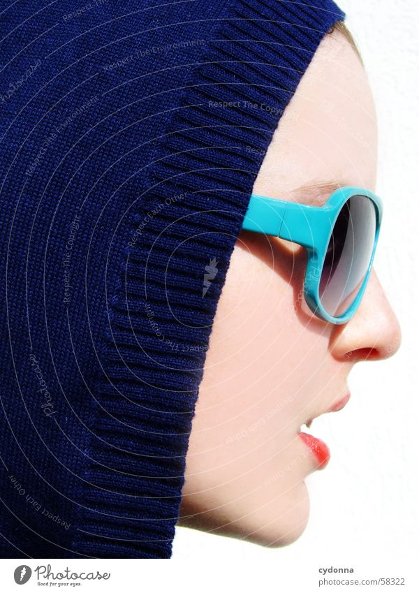 Sunglases everywhere IX Frau Mensch Gesicht Stil Haut Model Körperhaltung Lippen Reihe Gesichtsausdruck Sonnenbrille Brille Kapuze Lippenstift