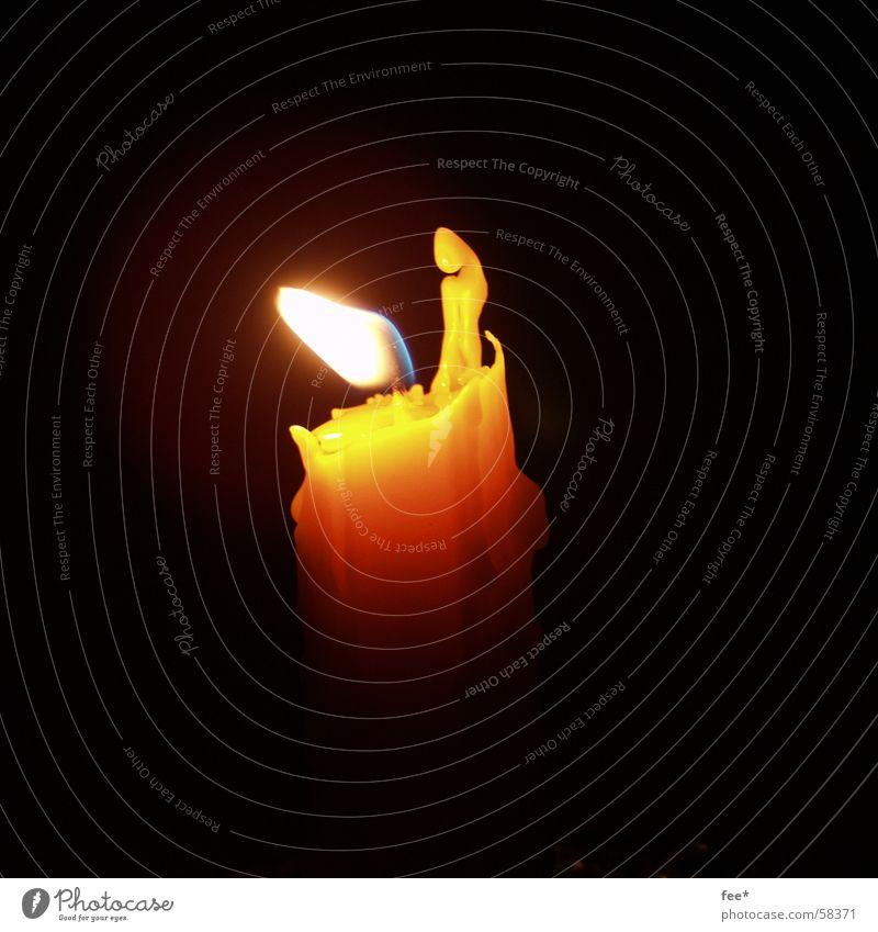 Flamme im Wind gelb Wärme Luft Brand Kerze brennen Wachs Kerzendocht