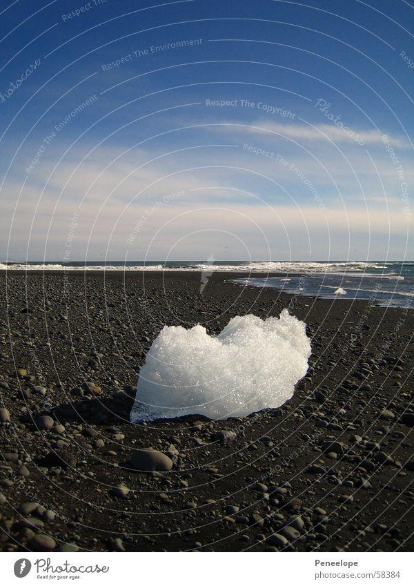 Ice on the beach II Schnellzug schwarz weiß Wolken Meer Wellen Luft Eisberg Island blau Himmel strand stein Natur Freiheit Berge u. Gebirge Eisblock