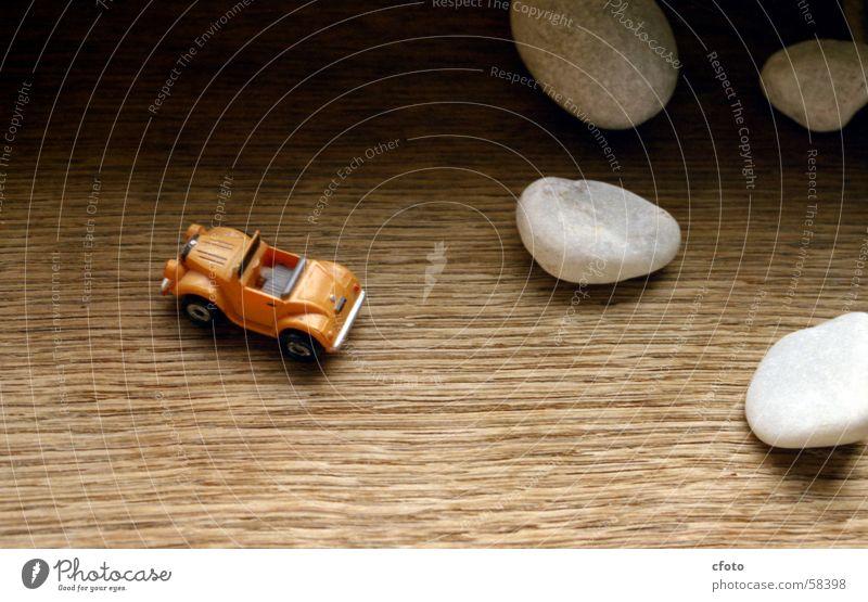Offroad Holz Fensterbrett Modellauto weiße steine Makroaufnahme