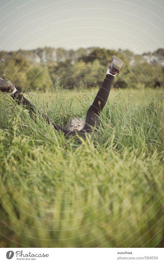 gepiekst? ... ganz bestimmt sogar! feminin Kind Mädchen Kindheit Körper Kopf Gesicht Beine Fuß 1 Mensch 8-13 Jahre Umwelt Natur Pflanze Himmel Frühling Sommer