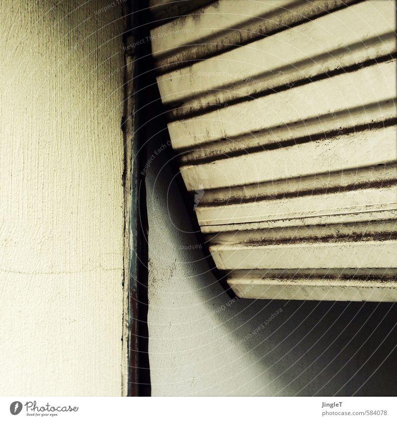 faltenfrei | ut köln Stadt Haus Mauer Wand Tor Einfahrt Garage Garagentor warten eckig Ekel rund trashig braun schwarz weiß unbeständig Langeweile