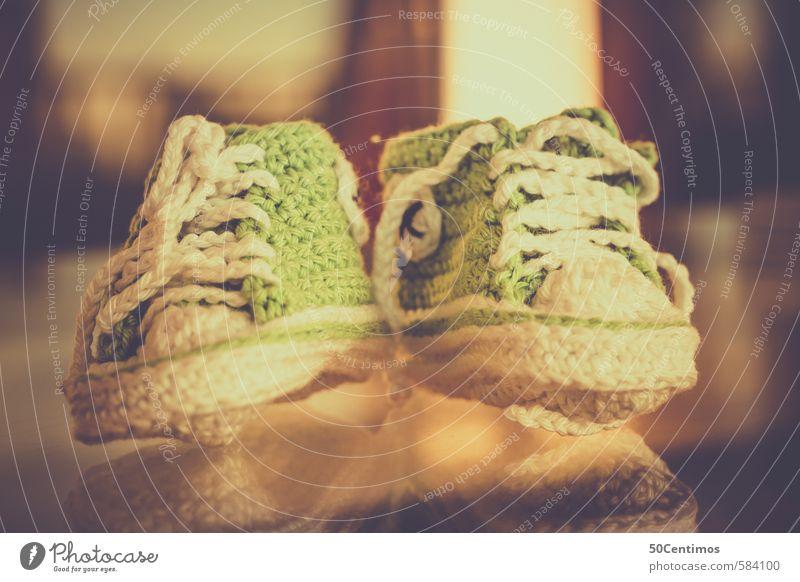 Handgestrickte Babyschuhe Kinderschuhe grün gelb Gefühle Stil Stimmung Lifestyle Kindheit Schuhe kaufen Billig Hausschuhe Kinderschuhe