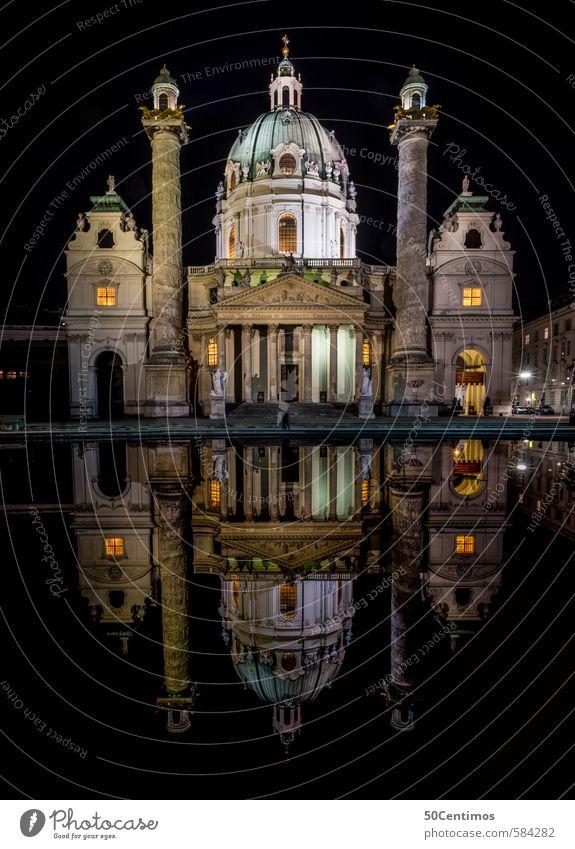 Wiener Karlskirche bei Nacht mit Reflexionen im Wasser Ferien & Urlaub & Reisen blau alt Stadt gelb Gebäude Architektur Stil Stimmung gold Tourismus ästhetisch