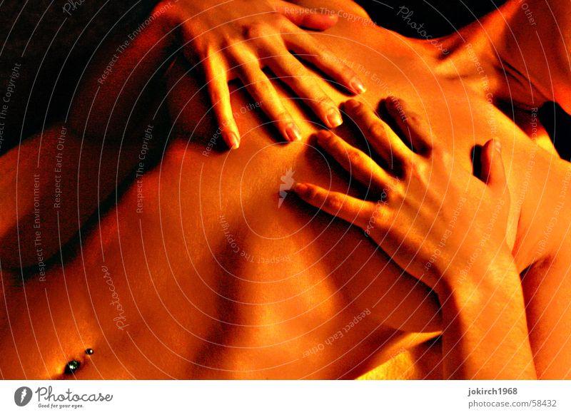 no face Frau schön Hand bedecken nackt feminin Erwartung Erotik Kunstlicht Innenaufnahme Schutz kaschieren Brust Scham Akt Weiblicher Akt Frauenkörper