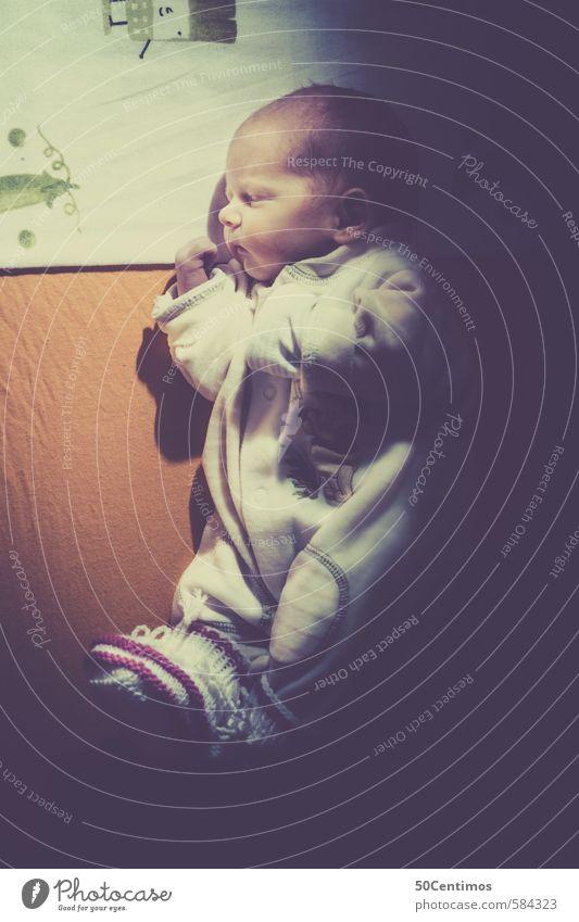 Schlafendes Baby I'm Gitterbett Mensch Leben natürlich Gesundheit liegen träumen Körper Kindheit Fröhlichkeit niedlich schlafen einfach Freundlichkeit neu