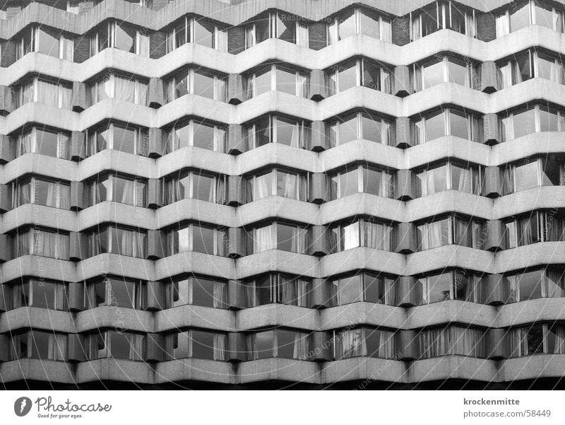 menschenwaben Haus dunkel kalt Fenster grau Traurigkeit Gebäude Beton Trauer trist Reihe London England Block Plattenbau