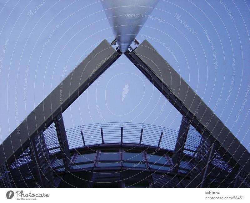 Stahlfassade Gebäude Bürogebäude modern Haus Fassade Beton Außenaufnahme Himmel blau Glas Größe Freiheit Architektur