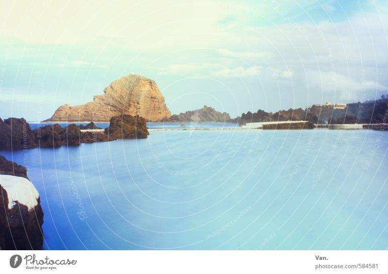 über's Wasser gehen Himmel Natur blau Meer Landschaft Wolken Küste natürlich Felsen nass Schwimmbad Glätte