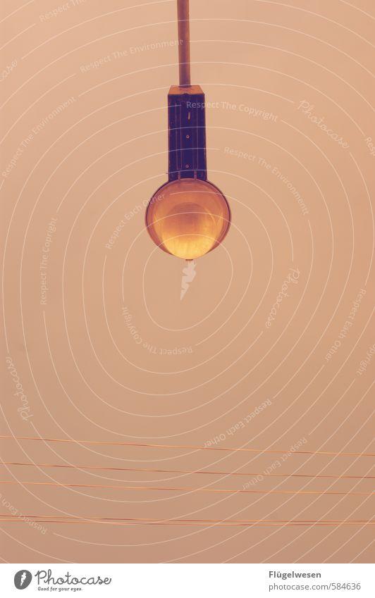 Licht aus Spot an Stadt Architektur Lampe leuchten Straßenbeleuchtung Laterne Stadtzentrum Lampion Lichtschein Lichtspiel Lichtpunkt Lichtstrahl Lichterkette