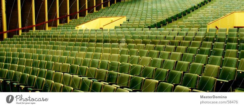 Cinema Kino Stuhl Platz Kinosaal Saal grün gelb Plüsch Eingang Ausgang Vorführraum leer Menschenleer ruhig Innenaufnahme Sitzgelegenheit blau Lagerhalle Raum
