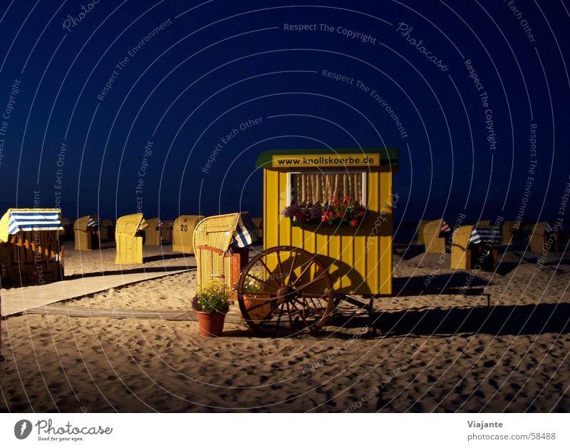 Ende der Vorstellung Strand Meer See Strandkorb blau gelb Blume Nacht dunkel Eintrittskarte Eingang sea ocean Wasser water beach chair beach chairs Sand blue