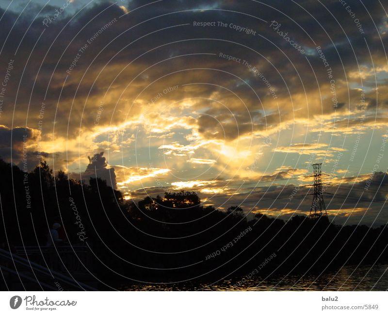 Abendhimmer über Sydney Wolken Sonnenstrahlen Licht Sehnsucht Abenddämmerung Küste