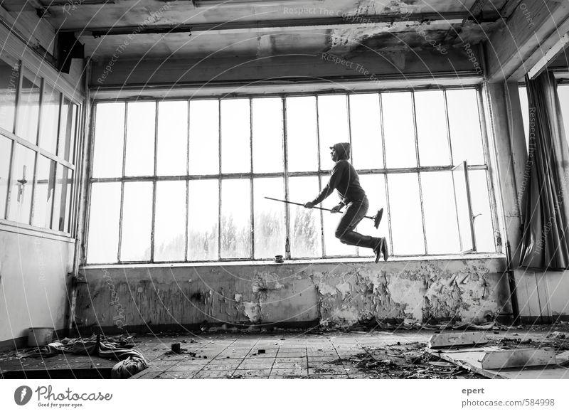 Zwieback mit Kartoffelbrei Hausmeister Mann Erwachsene 1 Mensch Besen gebrauchen Bewegung festhalten fliegen Reinigen springen außergewöhnlich dreckig