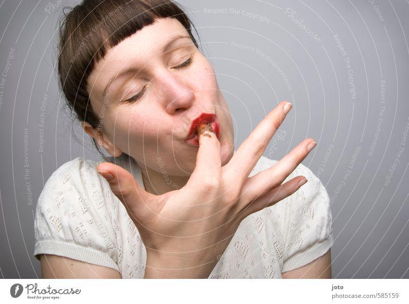 schleckermäulchen Frau Jugendliche Junge Frau Freude Erwachsene Erotik feminin Glück Essen Gesundheit Zufriedenheit genießen Ernährung süß Lebensfreude Süßwaren