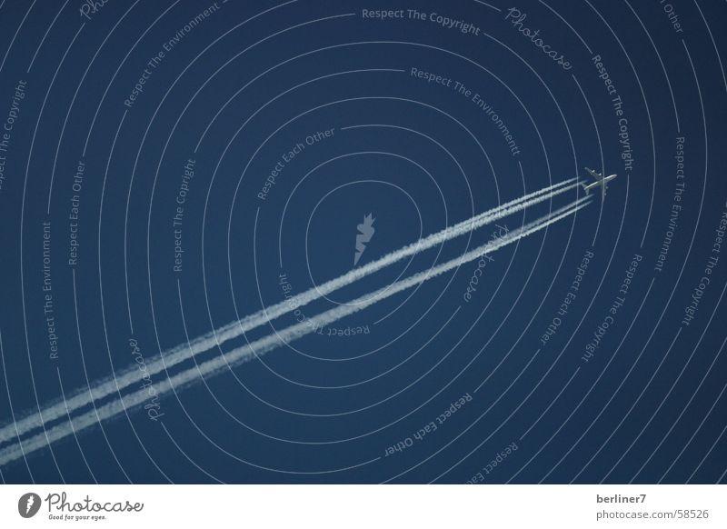 Himmelblau Kondensstreifen Geschwindigkeit Ferne Schönes Wetter flugzeuz fliegen urlaub ferien Ferien & Urlaub & Reisen ...aufgenommen an einem
