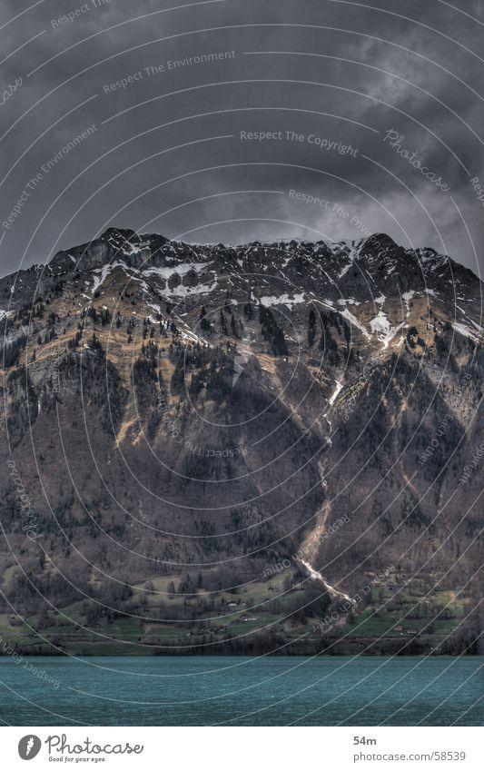 dark mountain Wasser Himmel blau schwarz Wolken dunkel kalt Berge u. Gebirge grau Angst bedrohlich Schweiz HDR beeindruckend Berner Oberland Iseltwald