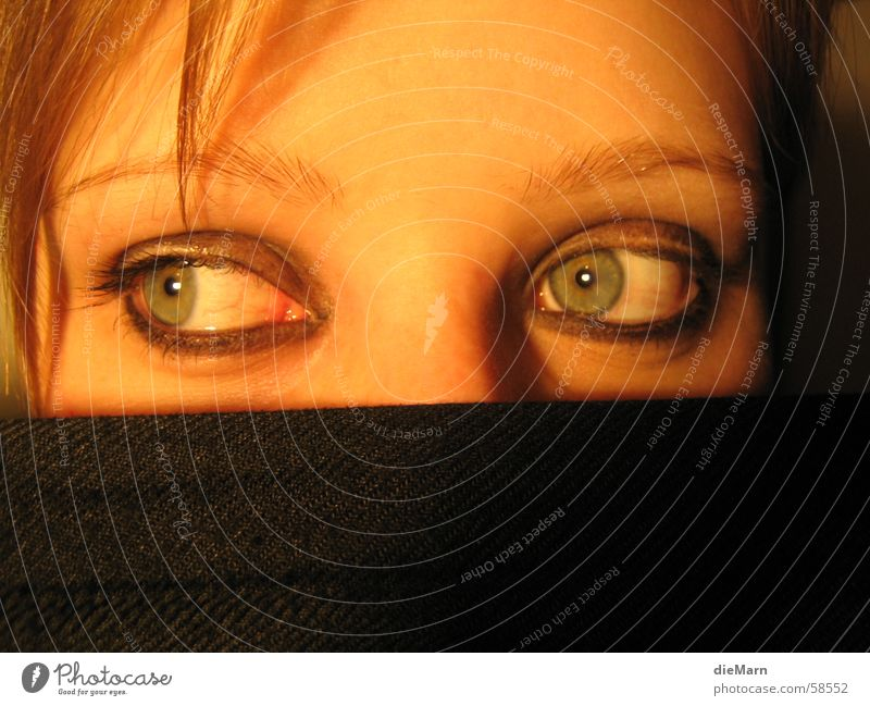 blick in....2 Gesicht Auge Haare & Frisuren Kopf links Tuch verdeckt Stirn geschminkt
