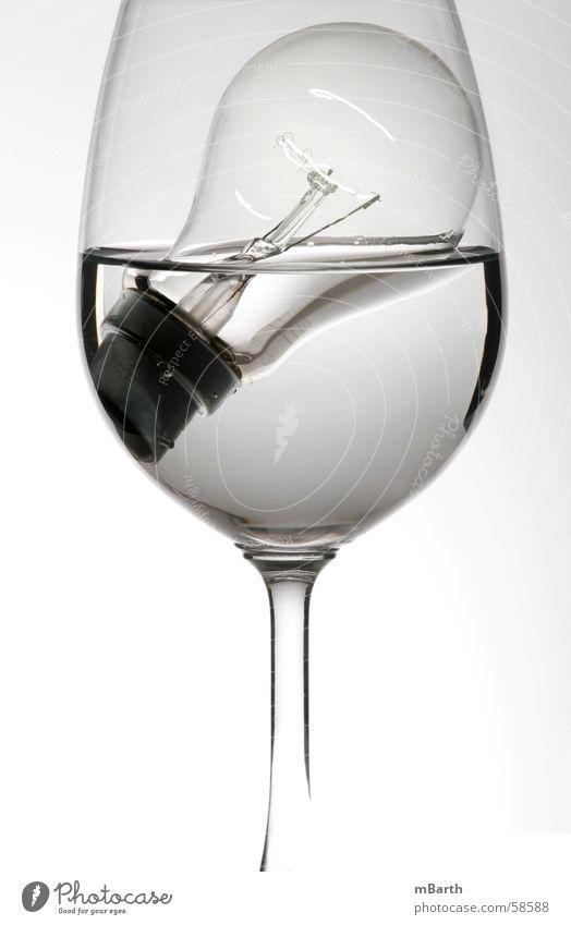 Wasserfest Wasser weiß Ferne kalt hell Glas nass Elektrizität einfach Klarheit rein Flüssigkeit feucht Idee eng durchsichtig