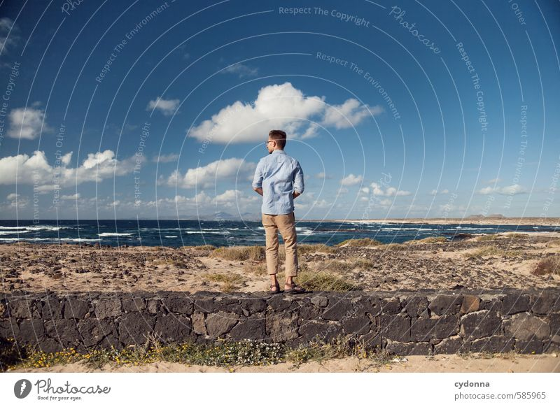 Überblicken Mensch Himmel Natur Ferien & Urlaub & Reisen Jugendliche Sommer Meer Einsamkeit Landschaft Wolken Junger Mann 18-30 Jahre Strand Ferne Umwelt