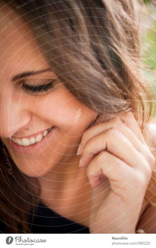 Because of you. Mensch feminin Junge Frau Jugendliche Erwachsene 1 18-30 Jahre Haare & Frisuren brünett langhaarig Locken Gefühle Freude Glück Fröhlichkeit