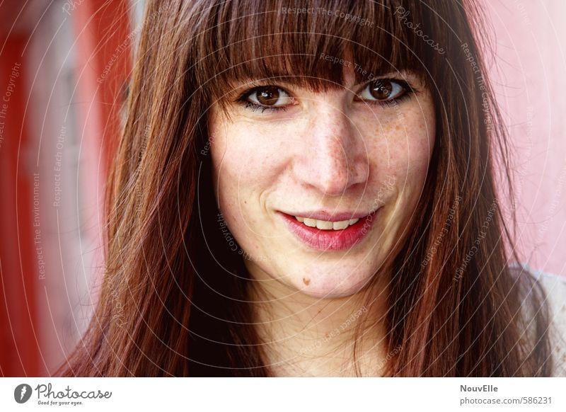 Born and raised. Mensch feminin Junge Frau Jugendliche Erwachsene Freundschaft 1 18-30 Jahre Haare & Frisuren brünett langhaarig Gefühle Stimmung Freude Glück