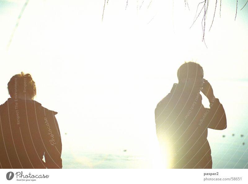 See und Sonne - Anruf genügt! Mensch Jugendliche weiß Ferien & Urlaub & Reisen kalt Freiheit Paar Wärme hell Telefon Telekommunikation Handy sprechen