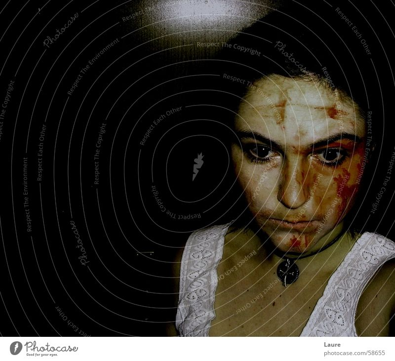 drunken bedroom Angst stumm Barfuß Porträt wundkörperkultur wundgeliebt Keule innenaufnagme