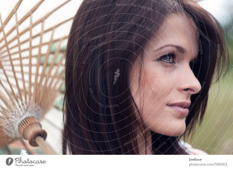 #586663 elegant Stil Sommer Sonne Garten Frau Erwachsene Kopf Haare & Frisuren Gesicht 1 Mensch 18-30 Jahre Jugendliche Accessoire beobachten Erholung träumen