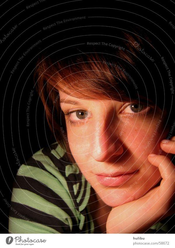 ICH Frau gestreift verträumt Hand Schulter Gesicht Blick Haare & Frisuren Auge Nase Mund