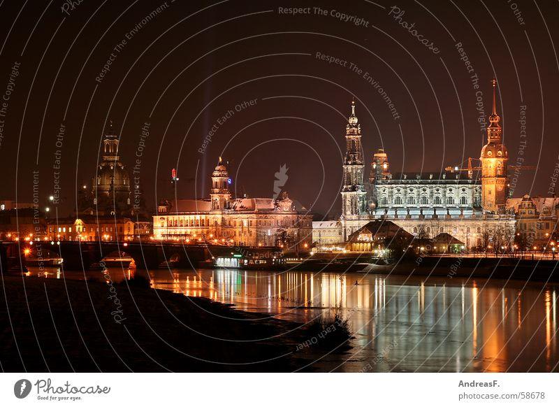 Dresden - Canalettoblick Blick Beleuchtung groß Brücke Aussicht verfallen historisch Scheinwerfer Elbe Oper Sachsen Altstadt Cottbus Nachtaufnahme Semperoper