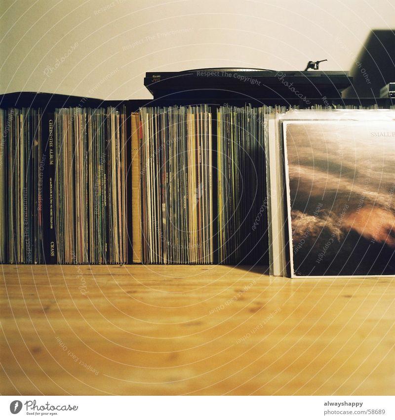 350kg plastic. Nostalgie Schallplatte Plattenspieler verweigern Plattensammlung Krach Punkrock Holz Bodenbelag Leidenschaft old-school Mittelformat Fortschritt