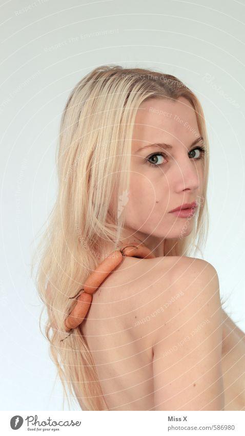 !trash! 2013 | Wurst-Königin 2013 Lebensmittel Wurstwaren Ernährung Mensch feminin Junge Frau Jugendliche 18-30 Jahre Erwachsene Accessoire Schmuck blond