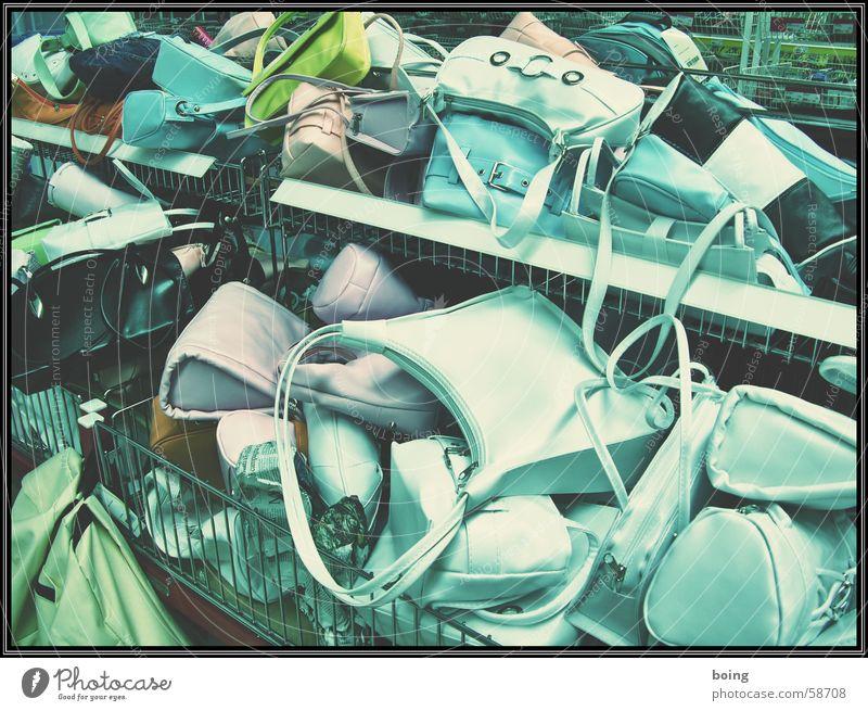Gitterbox fashion victim - Ramonas neue Luis Witon Handtasche Leder Wühltisch Kaufhaus Ledertasche Ware Billig Konsum viele Kunstleder Haufen