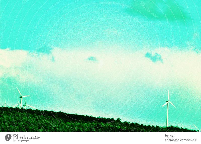 Ökos, die leben hinterm Wald | zwei Windkraftanlage alternativ regenerativ Elektrizität Strommast Erneuerbare Energie Drogerie Farbe Energiewirtschaft polar