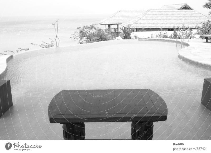 table @ pool tisch pool schwarz weiss thailand ruhe