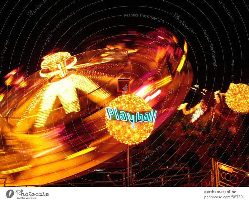 Playball - voll beleuchtet Freude dunkel Herbst Gefühle Bewegung hell Feste & Feiern Wohnung Wildtier Freizeit & Hobby Geschwindigkeit Aktion Kreis rund Jahrmarkt Dynamik