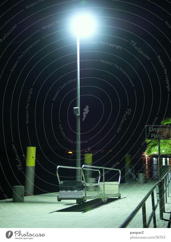 Touribrücke - bei Nacht Wasser Ferien & Urlaub & Reisen Einsamkeit Lampe dunkel See warten Brücke Hafen Laterne Steg Geländer Fernweh Heimweh Bodensee Nachtaufnahme