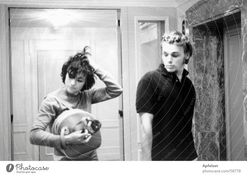 Liz und Richard im Hotel Fahrstuhl Raum Mensch boy Jugendliche Alltagsfotografie