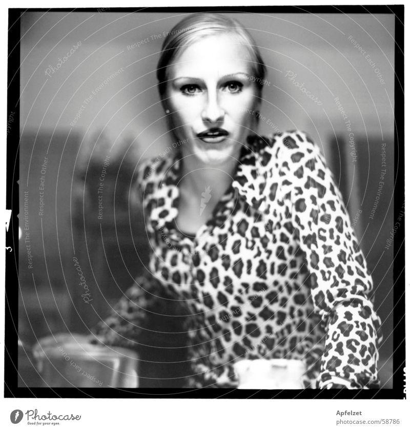 Ohne Titel Frau Küche Schwarzweißfoto