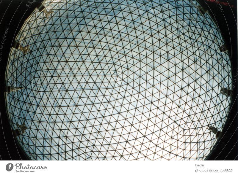 Glaskuppel Licht rund Froschperspektive Muster konvex konkav Kugel Himmel Teatro Museo Dalí Linse
